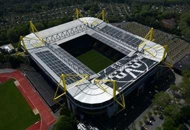 Esta foto aérea muestra el estadio Parque Signal Iduna del club de la Bundesliga alemana Borussia Dortmund en Dortmund, Alemania occidental, el 8 de mayo de 2020. Foto: AFP