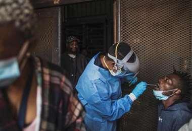 El Covid-19 y sus similitudes con el sida en Sudáfrica