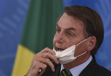 Bolsonaro presiona para que vuelva el fútbol en su país
