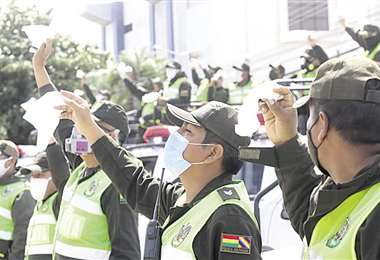 Homenaje de los policías a sus caídos. Foto: Hernán Virgo