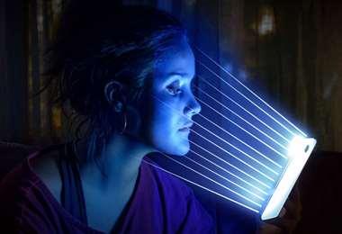 La luz azul, el efecto HEV, envejece la piel