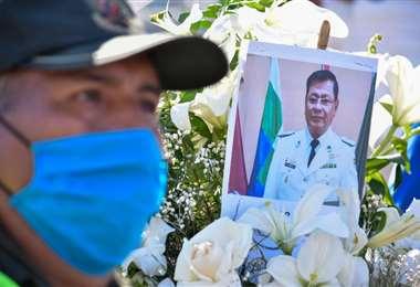 El homenaje al coronel Gareca, uno de los que falleció. Foto: Roger Barba
