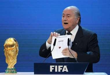 """Se sospecha que Blatter firmó un """"contrato desfavorable para la FIFA. Foto: Internet"""