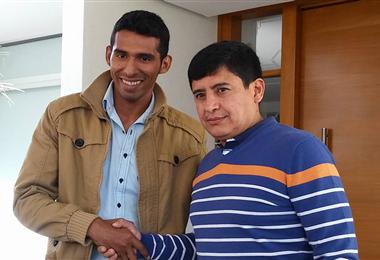 Gróver Vargas junto al goleador de Wilster, Gilbert Álvarez