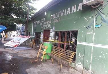 El ambiente de la Policía de Yapacaní sufrió destrozos