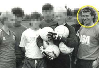 Barry Bennell (primero dela dcha.) fue condenado a 30 años de prisión por pedofilia. Foto: Internet