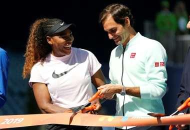 Roger Federer y Serena Williams cortan la cinta de inauguración del Abierto de Miami el año pasado. Foto: Internet
