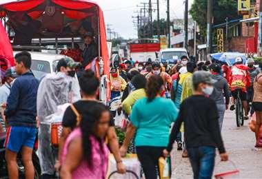 La zona conocida como El Bateón registró hoy un intenso movimiento, pese a la cuarentena /Foto: Jorge Uechi