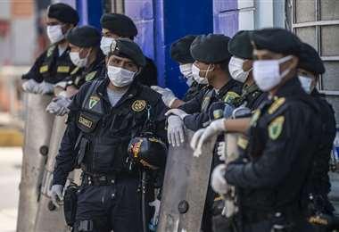 Miembros de la policía nacional de Perú. Foto AFP