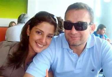 El ministro de Defensa junto a su esposa I Foto: Facebook.