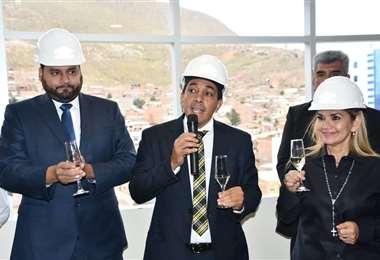 Solíz (izq.) y Zamora (centro) son los hombres fuertes del sector hidrocarburífero en el Gobierno de Jeanine Añez (der.)