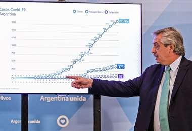 El mandatario argentino hablando sobre la pandemia. Foto AFP