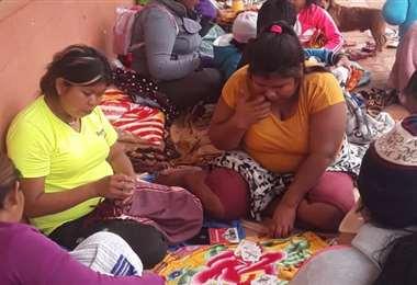 Mujeres ayoreas esperan atención en Concepción /Foto: Jorge Huanca