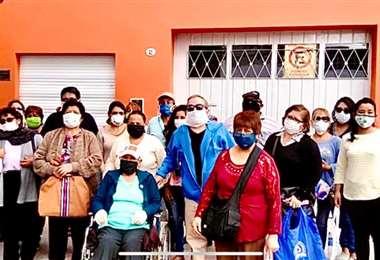 Parte del grupo de bolivianos varados en Salta (Argentina)
