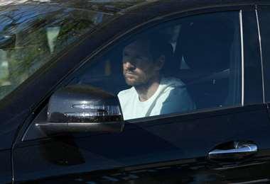 Messi fue fotografiado dentro de su vehículo sin mascarilla. Foto: Internet