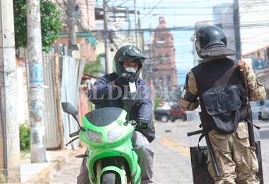 Siguen en aumento los casos positivos de Covid-19 en Santa Cruz. Foto Jorge Ibáñez