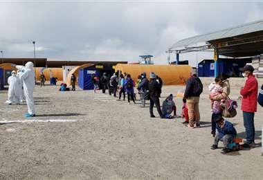 La mayoría de los bolivianos varados están en Chile. Foto: APG
