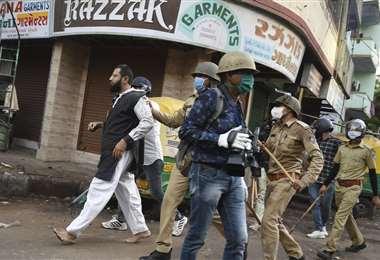 Arresto de manifestantes en el estado de Gujarat. Foto AFP