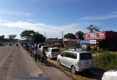 Filas por diésel y gasolina en Yapacaní
