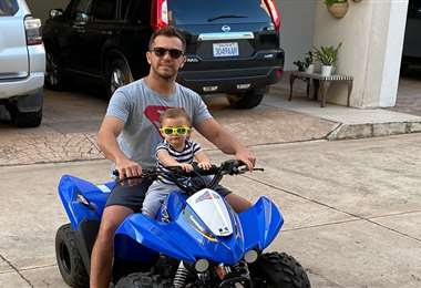 'Happy' Peredo y su hijo Eduardito sobre cuatro ruedas, aunque no precisamente en el auto de rally. Foto: Eduardo Peredo