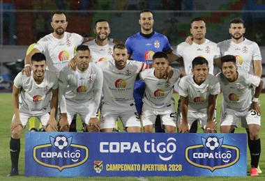 Este es el plantel de Real Santa Cruz que jugó hasta la fecha 12  del torneo Apertura. Foto: internet