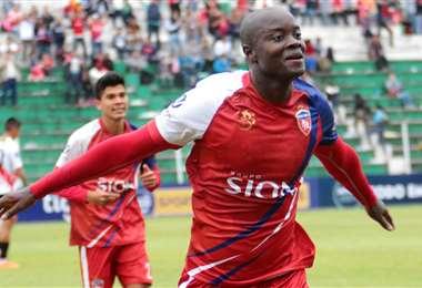 John Mosquera marcó 41 goles en Royal Pari en dos  temporadas de la División Profesional. Foto: El Deber