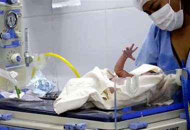Una imagen de la sala de cuidados intensivos de recién nacidos, antes de la emergencia sanitaria Foto: EL DEBER