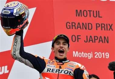 El piloto español Marc Márquez celebra su victoria en el último Gran Premio de Japón de MotoGP, el 20 de octubre de 2019 en el circuito de Motegi. Foto: AFP