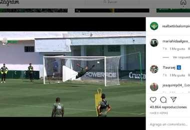 La pelota ingresa por el ángulo luego de un zapatazo de Joaquín Sánchez. Foto: Captura de pantalla