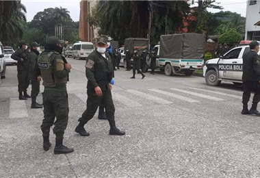 Policías en el Chapare. Foto. Internet