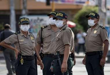 Autoridades confirman que hay 9.900 efectivos contagiados en Perú
