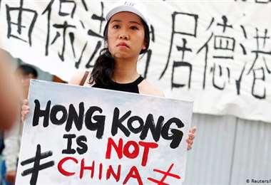 Pasaportes surgen como una esperanza para candidatos de Hong Kong al exilio