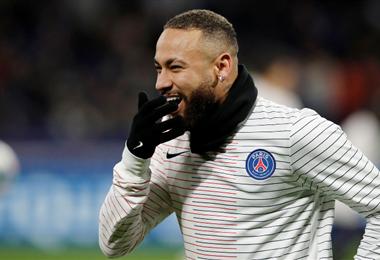 Neymar volvió a Francia tras tres meses en Brasil