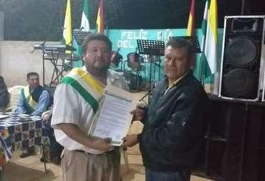 El concejal (izq.) en un acto municipal. Foto Dhester Agreda