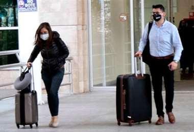 Pasajeros llegando en el primer vuelo después de tres meses. Foto El Comercio