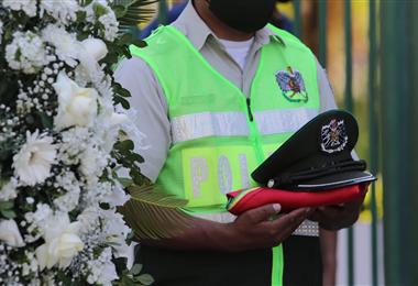 La policía rinde homenaje póstumo a los oficiales fallecidos. Foto. Jorge Gutiérrez