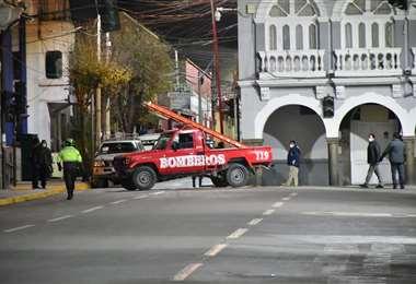 Los bomberos apoyaron los controles en Oruro. Foto Emilio Huascar