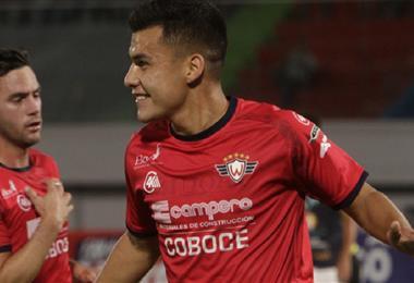Moisés Villarroel celebra uno de sus goles en Wilster