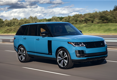 La Range Rover Fifty se puede elegir en versiones de carrocería normal o larga, motores diésel, gasolina e híbrido