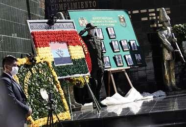Homenaje a policías caídos por Covid-19/Foto: ABI