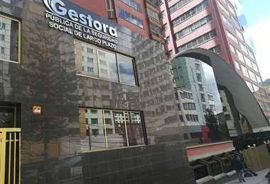 Frontis del edificio de la Gestora Pública en La Paz   Foto: Miguel Melendres