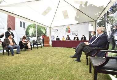 Líderes políticos asistieron a la conferencia de prensa del TSE. APG Noticias