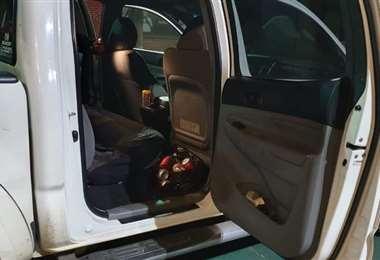 En el interior de la camioneta se encontró bebidas alcohólicas
