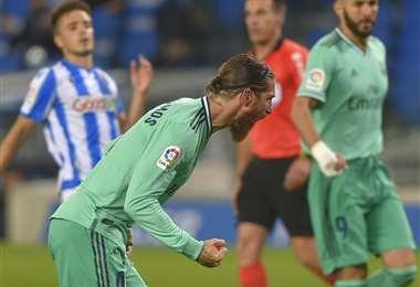 Sergio Ramos, capitán del Real Madrid celebra con euforia el gol que marcó de penal. Fue la apertura del marcador. Foto: AFP