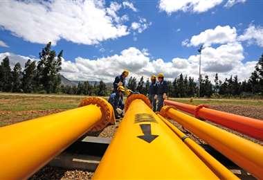 La baja del precio del crudo a escala global afecta los ingresos del país /Foto: YPFB