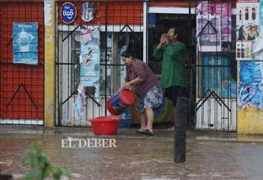 Numerosas casas fueron inundadas en plena madrugada por la lluvia. Foto: Ricardo Montero