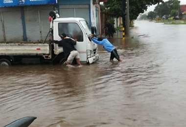 Las lluvias también provocaron desperfectos en motorizados. Foto: Ricardo Montero