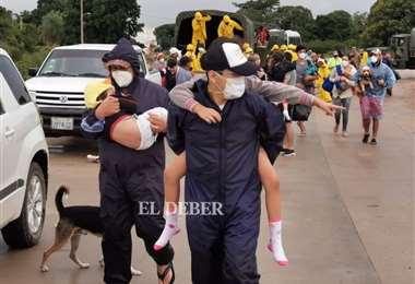 Los uniformados acudieron al llamado de ayuda de los vecinos. Foto: Ricardo Montero