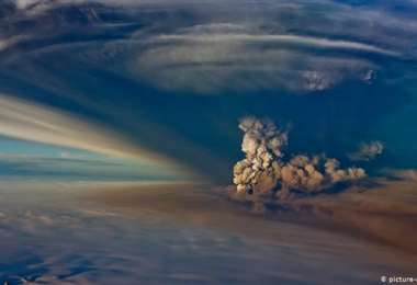 Volcán de Islandia amenaza con hacer erupción