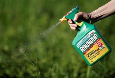 Bayer anuncia acuerdo millonario con demandantes por herbicida